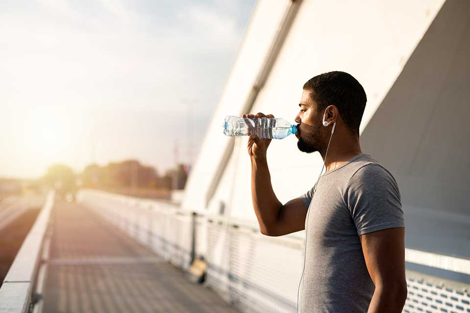 athlete-drinking-water